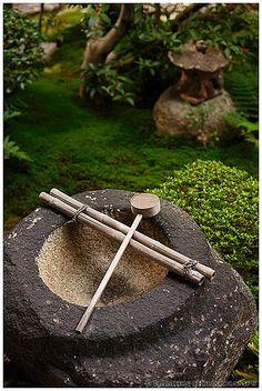 Dried tsukubai water basin in Reiun-in temple (霊雲院), Kyoto, Japan   by Damien Douxchamps
