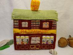 Déco de Noël, petite maison en patchwork à poser ou à suspendre : le restaurant. de la boutique lafabriquedeCadot sur Etsy