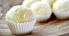 Make This Coconut New Orleans Specialty With Just 5 Ingredients! Whether you need to bring something special to a potluck or festive dinner, or if you simply want to treat yourself, these incredibly easy coconut pralines Candy Recipes, My Recipes, Sweet Recipes, Dessert Recipes, Cooking Recipes, Favorite Recipes, Candy Cookies, Cookie Desserts, Just Desserts