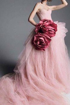ideas bridal gowns vera wang dream dress for 2019 Style Couture, Couture Mode, Couture Fashion, Couture Dresses, Fashion Dresses, Bridal Gowns, Wedding Gowns, Wedding Bouquets, Wedding Flowers