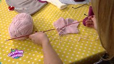 Knitting Videos, Crochet Videos, Knitting For Kids, Baby Knitting, Knitted Baby Clothes, Working With Children, Crochet Designs, Knitting Patterns, Knit Crochet