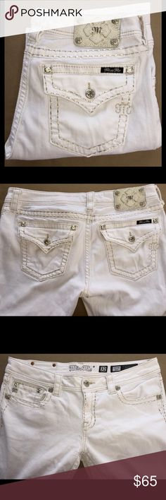 """MISS ME White Skinny Jeans 32 x 33"""" NO OFFERS Beautiful white jeans with silver stitching around the back pockets and flaps, back yoke, front pockets, zipper and entire waist. Don't pass these beauties up!!!. ***PRICE IS FIRM*** NO OFFERS Miss Me Jeans Boot Cut"""