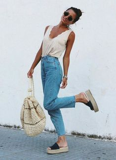 casual outfit ideas for women. cute and comfy summer outfit inspiration. casual outfit ideas for women. cute and comfy summer outfit inspiration. Looks Street Style, Looks Style, Look Fashion, Fashion Outfits, Womens Fashion, Net Fashion, Fashion Ideas, Feminine Fashion, Cheap Fashion