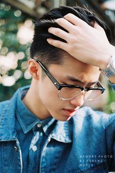 Pin oleh wichai is happy di men hair style di 2019 Cute Asian Guys, Asian Boys, Asian Men, Korean Fashion Work, Korean Fashion Winter, Ulzzang, Simple Street Style, Men Eyeglasses, Mens Glasses