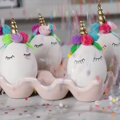DIY Unicorn Easter Eggs , easterThese unicorn Easter eggs are so easy, it might be magic! Learn how to make your own set of these unique eggs, and get more of our favorite Easter egg decorating ideas. Easter Egg Dye, Easter Egg Crafts, Easter Projects, Easter Art, Funny Easter Eggs, Unicorn Egg, Diy Unicorn, Unicorn Cakes, Unicorn Hair