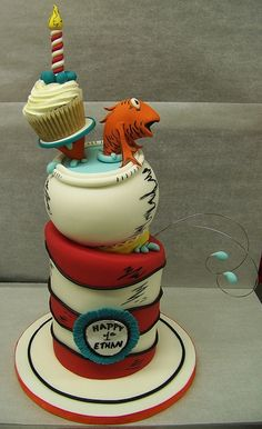 Such a cool Dr Suess cake, another birthday idea! Crazy Cakes, Fancy Cakes, Unique Cakes, Creative Cakes, Pretty Cakes, Cute Cakes, Yummy Cakes, Dr Suess Cakes, Dessert Original