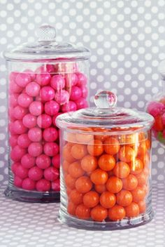 Every room should have apothecary jars with candy, or even pet treats, color coordinated to the room. Candy Jars, Candy Buffet, Jars Of Sweets, Chocolates, Rose Bonbon, Orange Color, Orange Pink, Orange Style, Yellow