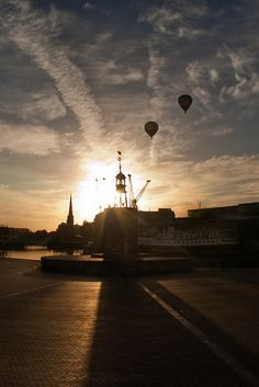 Sunrise Balloons Over Bristol by /northern/git, via Flickr