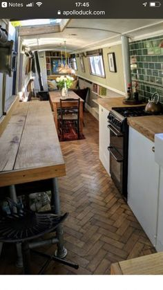 The Boathouse: a new definition to lakefront living! Narrowboat Kitchen, Narrowboat Interiors, House Boat Interiors, Canal Boat Interior, Sailboat Interior, Sailboat Decor, Sailboat Living, Barge Boat, Canal Barge
