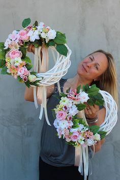 Stylish home decorations - tendom.pl, Abella door wreaths - hand made - tendom. Wreath Crafts, Diy Wreath, Grapevine Wreath, Wedding Arrangements, Flower Arrangements, Candy Flowers, Diy Ostern, Sunflower Wreaths, Wreaths For Front Door