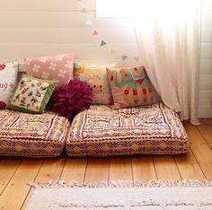 Decor Inspiration - Floor Cushions In A Kids Room Floor Cushions, Cushions On Sofa, Couch, Feng Shui, Diy Home Decor, Room Decor, Floor Seating, Bohemian Decor, Boho Chic