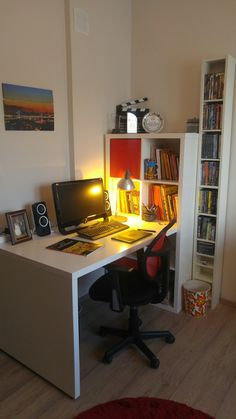 ikea`dan aldığım çalışma masası ve kitaplığı