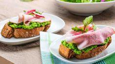 Chlebíčky jsou oblíbenou chuťovkou pro všechny slavnostní chvíle. Avocado Toast, Entrees, Sandwiches, Fish, Breakfast, Recipes, Pisces, Recipies, Appetizer