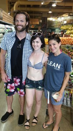 Anna (@tomsmom19) | Twitter - Sarah Devour @SarahDevour 13. Mai  Ran into @jarpad and Gen without a shirt because that's how I shop for groceries. Fucking nice ppl. #supernatural