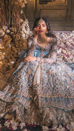 Pakistani Bridal Couture, Pakistani Fashion Party Wear, Pakistani Wedding Outfits, Pakistani Dresses Casual, Indian Bridal Outfits, Indian Bridal Wear, Pakistani Dress Design, Indian Designer Outfits, Indian Fashion