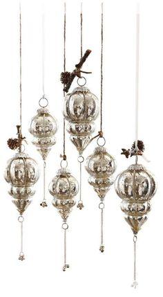 In zwei Größen! Die märchenhaften Anhänger in stattlicher Größe sind aus schwerem Glas gefertigt und innen nach Bauernsilber-Art im Vintage-Look verspiegelt.