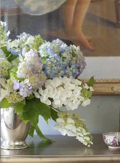 great flowers done by Accents of the South - Southern Lady's Southern Homes Magazine