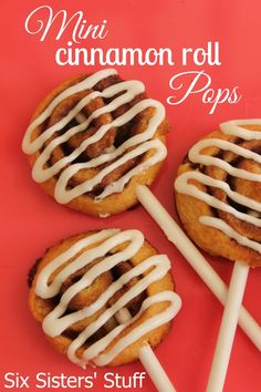 Six Sisters Mini Cinnamon Roll Pops are a fun and easy breakfast or perfect snack! Croquembouche, Cake Pops, Macarons, Bridal Shower Desserts, Wedding Desserts, Bridal Showers, Mini Cinnamon Rolls, Sushi, Brunch Cake