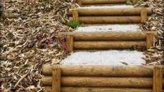 schodiště ve svahu na zahradě