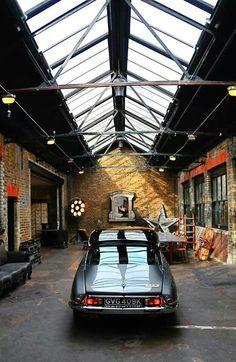 Garage Transformed Into Dazzling Industrial Loft Garage Loft, Garage Shed, Man Cave Garage, Garage House, Garage Workshop, Dream Garage, Car Garage, Industrial Living, Industrial Loft