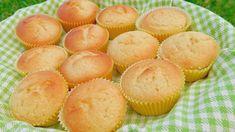 Muffin soffici al limone, ricetta facile per dolcetti morbidi e profumati pronti in mezz'ora. L'impasto dei muffin senza burro risulterà... Cupcakes, Let Them Eat Cake, Muffins, Bakery, Deserts, Dessert Recipes, Lemon, Breakfast, Sweet