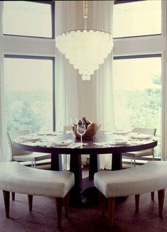 Round Dining Room Furniture Lovely Love the Benches Mixed with Chairs Fun Idea for A Round Ikea Dining Room, Dining Nook, Dining Room Design, Dining Furniture, Dining Set, Furniture Design, Furniture Stores, Luxury Furniture, Furniture Ideas