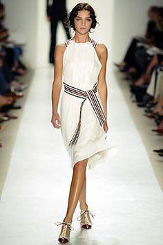 Carolina Herrera Spring 2004 Ready-to-Wear Fashion Show - Carolina Herrera, Mariacarla Boscono