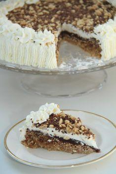 My Little Kitchen: Snickers Cake Baking Recipes, Cake Recipes, Dessert Recipes, Chocolate Baklava, Snickers Cake, Danish Dessert, Norwegian Food, Pudding Desserts, Christmas Baking