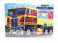 AMT 620 White Freightliner Dual Drive Truck Tractor 1/25 New Model Kit