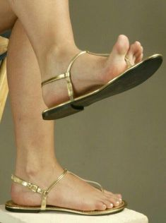 Sexy Sandals, T Strap Sandals, Bare Foot Sandals, Cute Toes, Pretty Toes, Feet Soles, Women's Feet, Pies Sexy, Wedge Wedding Shoes