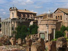 La Basílica Emilia es una de las muchas ruinas que se encuentran agrupadas en el famoso y visitado Foro Romano de la ciudad de Roma.