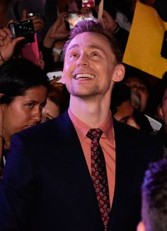 Tom Hiddleston on the red carpet of Kong Skull Island film premiere in Mexico City, Mexico on March 4, 2017. Via Torrilla. Higher resolution image: http://ww4.sinaimg.cn/large/6e14d388gy1fdbzfmuf84j21xg1abncm.jpg