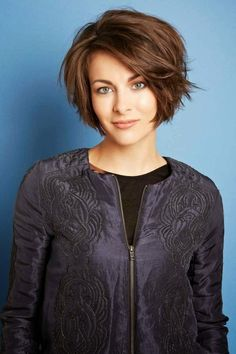 Cute Blonde Pixie Haircut with Side Bangs Women Cute-A-Line-Bob-Shor