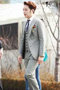 Nice grey 3 piece suit on Jang Keun Suk