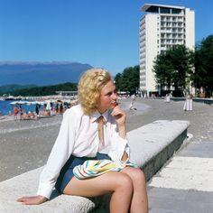 """On dit que les années 1970 ont été une """"époque de stagnation"""" en URSS. Mais cette période a aussi été celle des premiers mouvements informels de jeunes, de la mode du jean, des colonies de vacances pour pionniers et des premières discothèques. Toute une génération a vécu une jeunesse insouciante pendant les années 1970."""