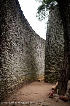 Great Zimbabwe is a ruined city in the southeastern hills of #Zimbabwe near Lake Mutirikwe and the town of #Masvingo.
