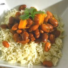 Habichuelas guisadas are the quintessential Puerto Rican side dish. If there is white or yellow rice on your plate, there better be some habichuelas! Puerto Rican Beans, Puerto Rican Sofrito, Puerto Rican Recipes, Dutch Recipes, Bean Recipes, Pork Recipes, Mexican Food Recipes, Latin American Food, Latin Food