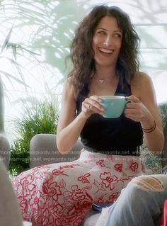 Abby's white and red floral embroidered skirt on Girlfriends Guide to Divorce.  Outfit Details: http://wornontv.net/54815/ #GG2D