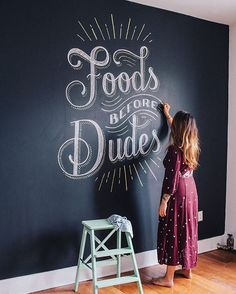 Only a few days left to sign up for my Buenos Aires Chalkboard Lettering Workshop at @oddcg this Sunday! Come learn all of my chalkboard secrets in this all-day workshop. You'll get to work on your own individual chalkboard, and then we'll all collaborate on a big mural at the end. You can sign up at www.oddcg.com under the Cursos tab! ✏️ Photo by @jorgeq  #type #typography #lettering #handlettering #handtype #chalk #chalkboard #chalklettering #buenosaires #workshop