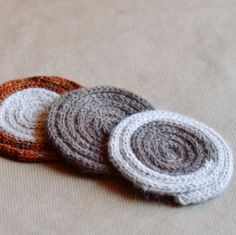 I-cord mug rug Needles: US 5 dpn Yarn Weight: 2 Yardage: 10 (also roving wool for stability and insulation)