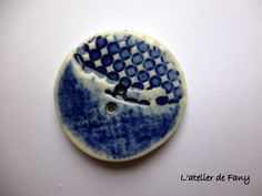 Hand made button in porcelain.
