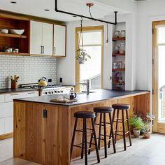 New kitchen island decor modern ideas Kitchen Island Decor, Kitchen Dinning, Kitchen Sets, New Kitchen, Kitchen Walls, Kitchen Rack, Kitchen White, Kitchen Shelves, Sweet Home