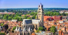 """BRUGES (BÉLGICA): Bruxelas é mais conhecida, mas Bruges talvez seja a cidade mais linda da Bélgica: trata-se de uma joia com construções da Idade Média cercadas por românticos canais. Um passeio imperdível no país europeu. Seu apelido, """"Veneza do Norte"""", não é à toa"""