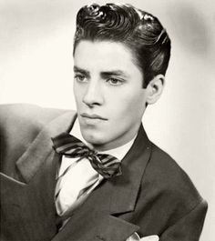 Jerry Lewis, 1940s. Que de beaux cheveux! thesomewhereonlyweknow