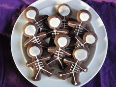 Gingerbread Man Skeleton Cookies - Super Cute!