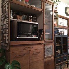 随分前に購入した食器棚は今の自分の好みとは全然合わないので、思い切って自分好みにリメイクしました。