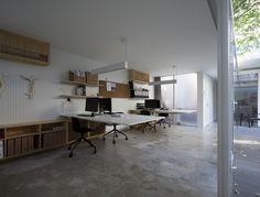 Oficina alrededor de un árbol / Lukstudio