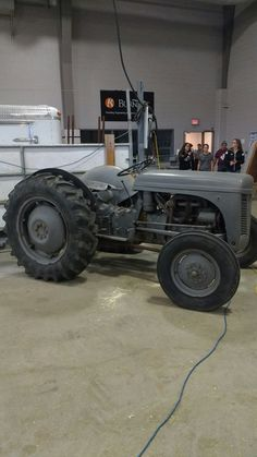 Antique Tractors, Vintage Tractors, Old Tractors, Classic Tractor, Old Farm, Cars Motorcycles, Classic Cars, Monster Trucks, Garden