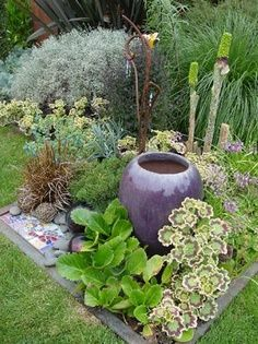 Small Garden Ideas Surrounding This Beautiful Pot With Strong Plant Material Works In Design New Patio Area For The Section Next To Pump