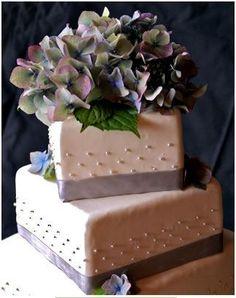 hydrangea cake. simple. lovely.